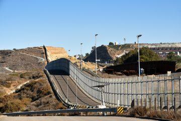 Entre esos casos figura el del inmigrante mexicano Anastasio Hernández Rojas, quien en el 2010 murió a manos de la Patrulla Fronteriza en California. (Dreamstime)