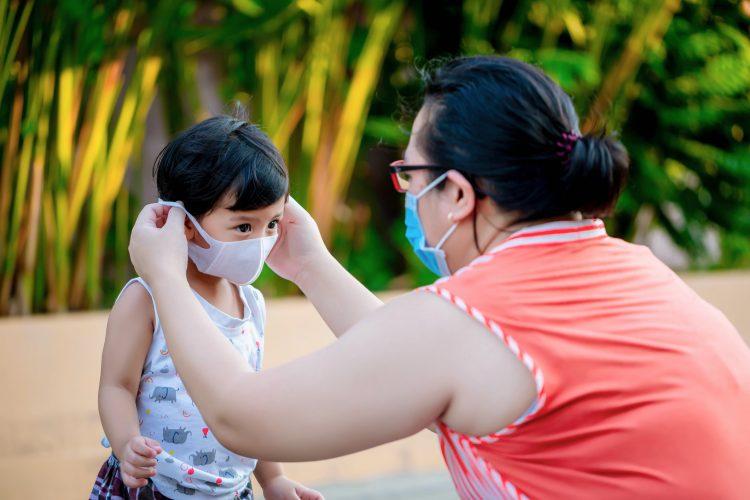 Los condados y ciudades de Florida están divididos entre los que han hecho obligatorio el uso de mascarillas y los que solo lo recomiendan o no se pronuncian. (Dreammstime)