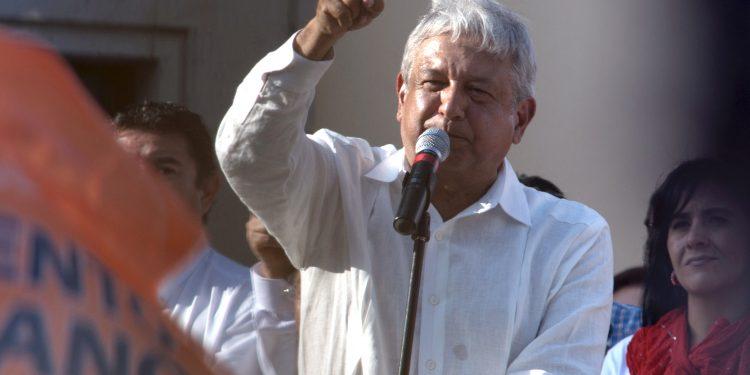 El arranque de la obra ocurrió en el tramo 4 Izamal-Cancún, en el municipio Lázaro Cárdenas del estado de Quintana Roo, que tendrá unos 260 kilómetros con una inversión de alrededor de 27.000 millones de pesos (unos 1.225 millones de dólares). (Dreamstime)