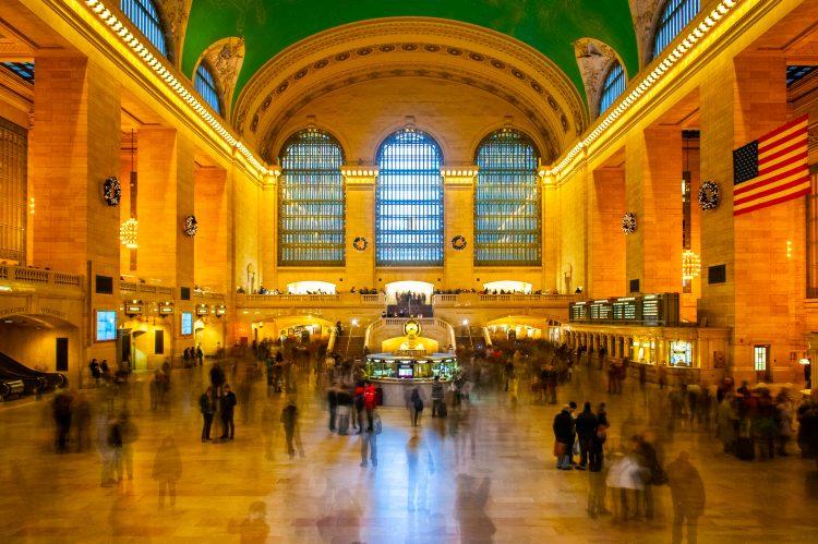 La Autoridad Metropolitana de Transporte de Nueva York (MTA, sus siglas en inglés) volvió a instaurar la totalidad del servicio de transporte público hace tan sólo unas semanas cuando la ciudad se convirtió en la última región del estado de Nueva York en cumplir con los requisitos necesarios para comenzar con la reapertura de la economía. (Dreamstime)