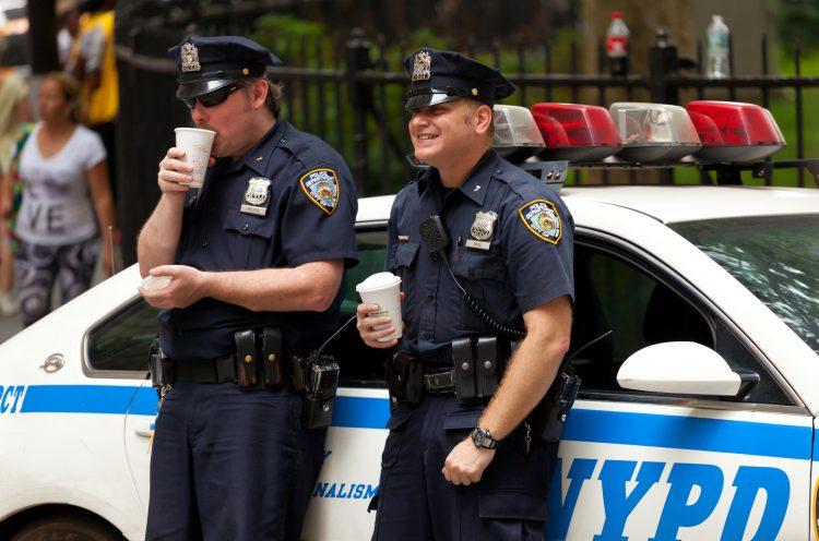 Cuomo añadió que espera hablar a lo largo del día con el alcalde de Nueva York, Bill de Blasio, con el que se mostró crítico por los disturbios que habían tenido lugar en la Gran Manzana anoche y durante el fin de semana. (Dreamstime)