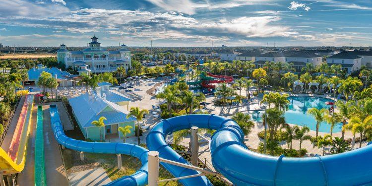 media-encore-resort-reunion_water-park-view-slides-top-750x375 ¿Cómo disfrutar unas vacaciones manteniendo el distanciamiento social?