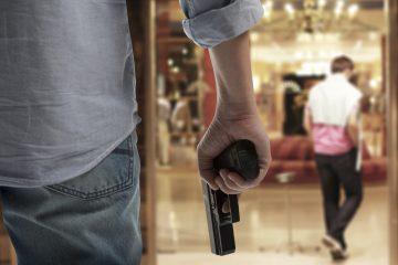 Los disparos de advertencia hechos por Douglas Marks, de 29 años, en el interior del hotel Crystal Beach Suites este lunes no causaron daño a nadie, según un informe policial. (Dreasmtime)