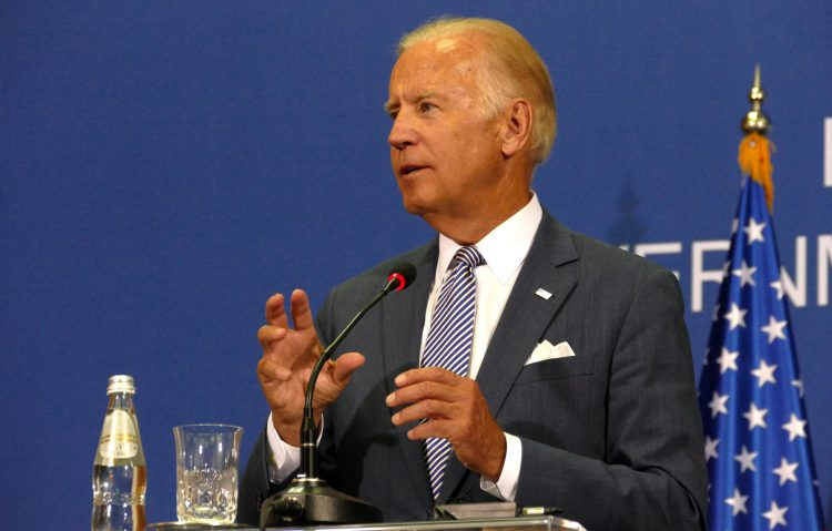 """Biden reiteró que """"está claro que la respuesta del presidente a la pandemia ha sido ignorar, echar la culpa a otros y distraer"""", una estrategia """"a expensas de las familias de Florida"""" que se enfrentan a la COVID-19. (Dreamstime)"""