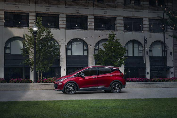 El Bolt EV alcanza una autonomía de hasta 100 millas con una carga de aproximadamente 30 minutos.