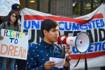 """Gabriel, un joven beneficiario DACA y miembro activo de California Dream Team, aseguró: """"DACA me ayudó a salir de las sombras y me ha fortalecido para buscar mis sueños"""". (Dreasmtime)"""