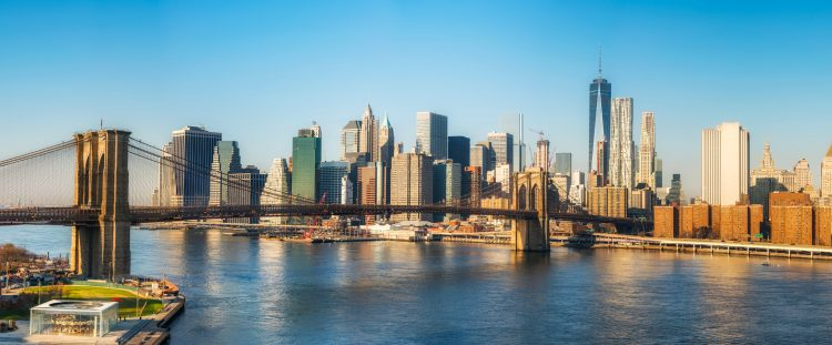 Según De Blasio, esos viajes fuera de Nueva York son una de las principales fuentes de contagio. (Dreamstime)