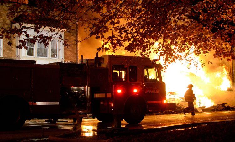 Estos tres fallecidos elevan el total de muertos en este fuego a 12, mientras que 13 vecinos de la zona siguen desaparecidos. (Dreamstime)