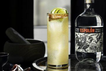La tequila es 100% Blue Webber agave y está disponible en Blanco, Reposado, y Añejo.