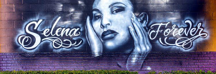Con Christian Serratos en la piel de la icónica cantante, este adelanto de la serie muestra a Selena de niña y cómo llegó a convertirse en una estrella de la música de la mano de su propia familia. (Dreamstime)