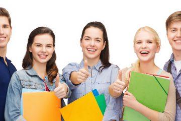 Las autoras señalaron que las cifras de la Oficina del Censo muestran la proporción de estudiantes inmigrantes en las universidades del país subió del 20 % en 2000 a más del 28% en 2018. (Dreamstime)