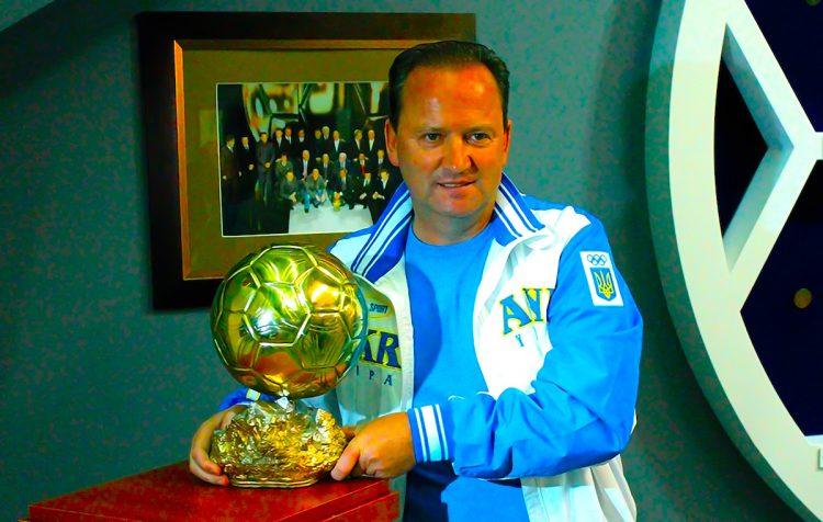 """El soviético Ígor Belánov, delantero del Dinamo Kiev, durante la entrevista concedida a Efe. Corría el año 1986. Maradona había ganado la Copa Mundial. El astro argentino era sin discusión el mejor jugador del planeta, pero fue otro futbolista el que se llevó el Balón de Oro, el soviético Ígor Belánov, delantero del Dinamo Kiev. """"Yo fui el mejor de Europa, Maradona, el mejor del mundo"""", comentó a Efe/EFE"""
