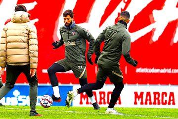 El defensa brasileño del Atlético de Madrid Felipe Augusto (c) asiste al entrenamiento del equipo, este domingo, en la ciudad deportiva Wanda en Majadahonda. EFE