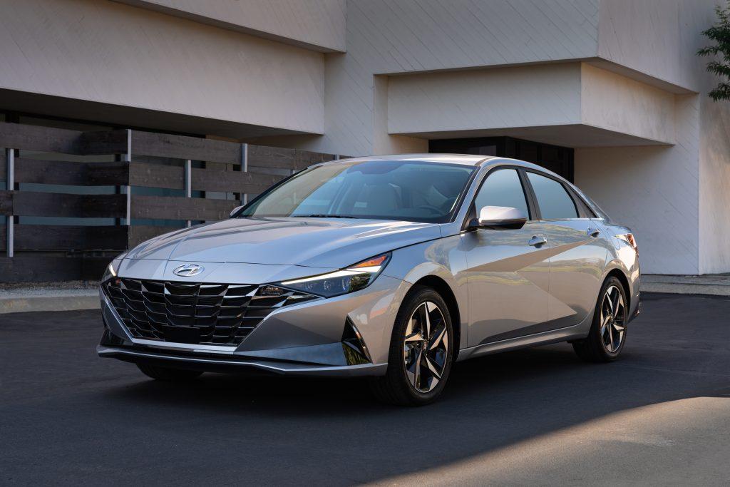 Large-44408-2021Elantra-1024x683 Hyundai Elantra del 2021 - Séptima generación en ascenso
