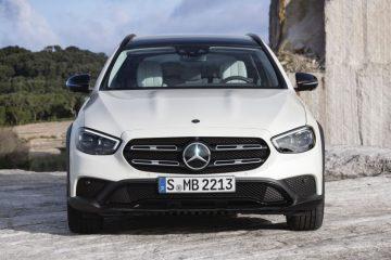 Marcar en una buena posición de conducción es fácil gracias a la capacidad de ajuste del asiento y el volante. Todos los controles e indicadores son fáciles de ver y alcanzar.