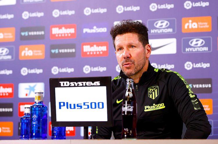 El entrenador del Atlético de Madrid, el argentino Diego Pablo Simeone, ofrece una rueda de prensa este martes en la Ciudad Deportiva Wanda, en la víspera del encuentro de primera ronda de Copa del Rey ante el Cardassar. EFE