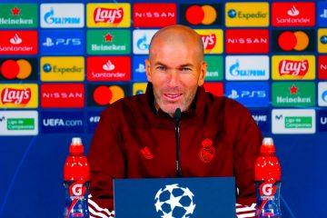 entrenador del Real Madrid, Zinedine Zidane, durante la rueda de prensa posterior al entrenamiento realizado este martes en la Ciudad Deportiva de Valdebebas, donde el equipo prepara el partido de la sexta jornada de la Fase de Grupos de la Liga de Campeones ante el Borussia Mönchengladbach. EFE