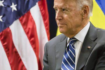 """Este equipo """"ayudará a poner como mínimo 100 millones de vacunas para covid-19 en los brazos de los estadounidenses"""", dijo Biden.  (Dreamstime)"""
