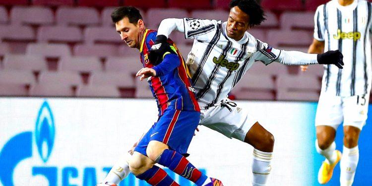 El centrocampista colombiano Juan Cuadrado (d). EFE/Alberto Estévez/Archivo