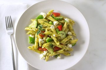 Ensalada de Pasta Penne Mediterránea Con Pesto.