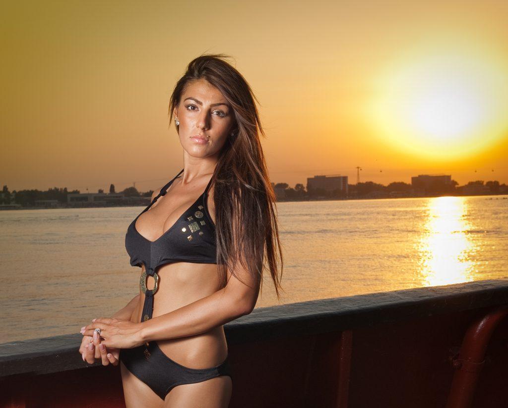 dreamstime_m_132878623-1024x845 Lorena, sexy en la arena