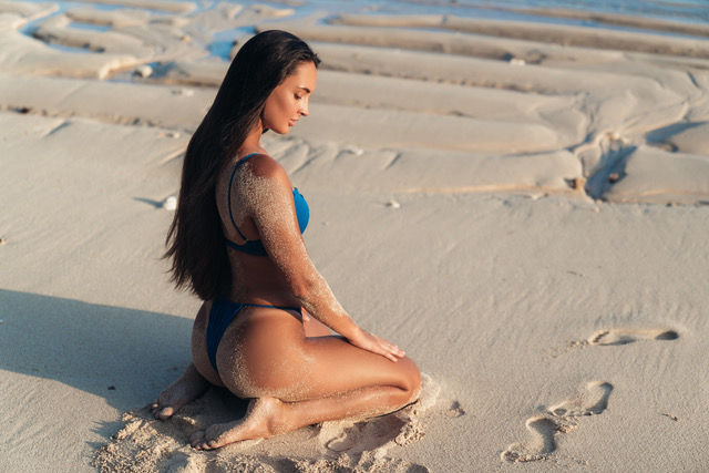 dreamstime_m_143898884 Mariela te seduce en la playa