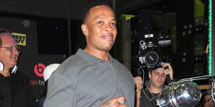 TMZ detalló que Dr. Dre, de 55 años, sufrió el aneurisma el lunes y sostuvo que fue trasladado al momento al hospital. (Dreamstime)