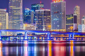 En Florida, aunque las llegadas aumentaron un 2 %, las salidas del estado crecieron un 4 %, de ahí el descenso al tercer puesto. (Dreamstime)