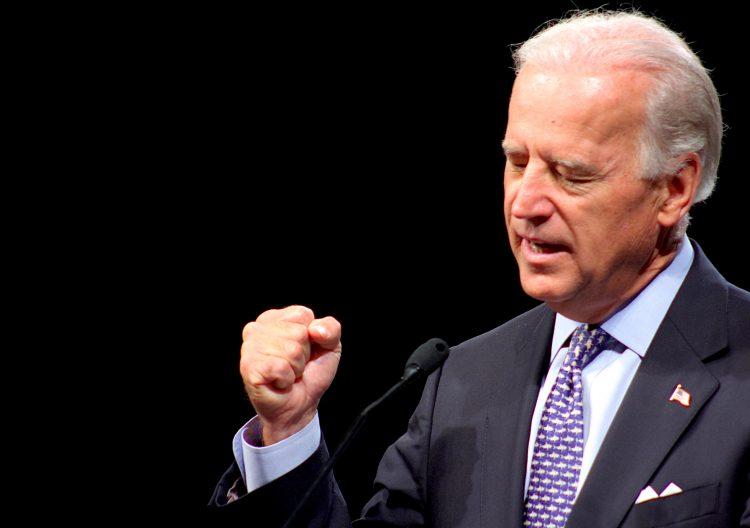 En su primer día en la Casa Blanca, el nuevo presidente de Estados Unidos, el demócrata Joe Biden, aprobó este miércoles un paquete con 17 órdenes ejecutivas, muchas de las cuales revierten decisiones previas del ya exmandatario Donald Trump. A continuación la lista con estas medidas de urgencia. (Dreamstime)