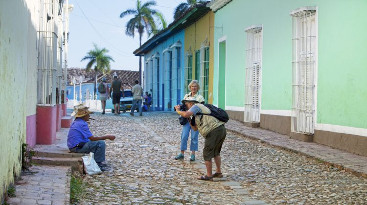 Los cubanos declararon a la tripulación del helicóptero de los guardacostas que los rescató que unas cinco semanas atrás el barco en el que navegaban se hundió pero que lograron nadar hasta la isla desierta. (Dreamstime)