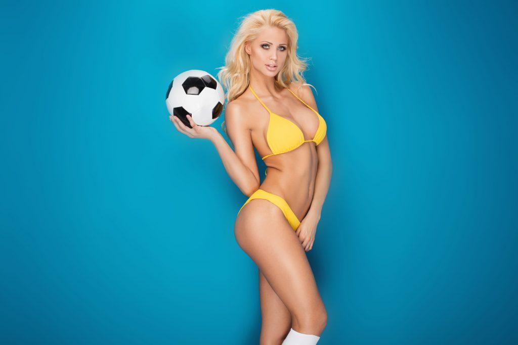 dreamstime_m_70048733-1024x583 Marianela, una rubia futbolera