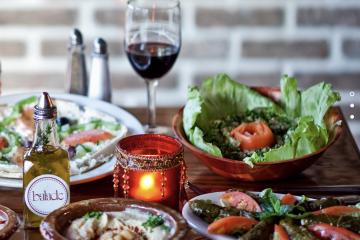 Disfruta de una cena de pascua diferente solo en Balade en el East Village de Manhattan.