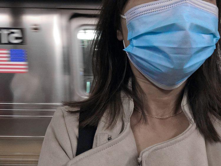 Los inmigrantes neoyorquinos representan un tercio de los trabajadores esenciales del estado, que se exponen y arriesgan sus vidas durante la pandemia, destacó Se Hace Camino en un comunicado. (Dreamstime)