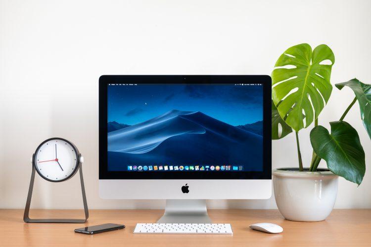 El acabado de la computadora es de aluminio y con la elegancia propia de los productos de Apple, que esta vez la sacará a la venta en siete colores distintos: rojo, azul, naranja, amarillo, verde, violeta y plateado. (Dreamstime)