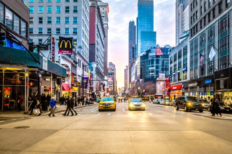 Cuomo apuntó durante la rueda de prensa, que el 52,2 % de las personas adultas de Nueva York ya están totalmente inmunizadas y que el 61,9 % ha recibido al menos una dosis. (Dreamstime)