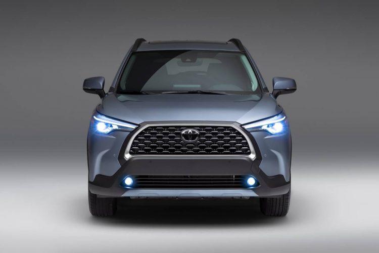 No está claro si el Corolla Cross hará que el C-HR más pequeño quede obsoleto, como lo hizo el Mazda CX-30 con el Mazda CX-3 más pequeño, pero el C-HR sigue siendo popular, y sus ventas n o han caído.