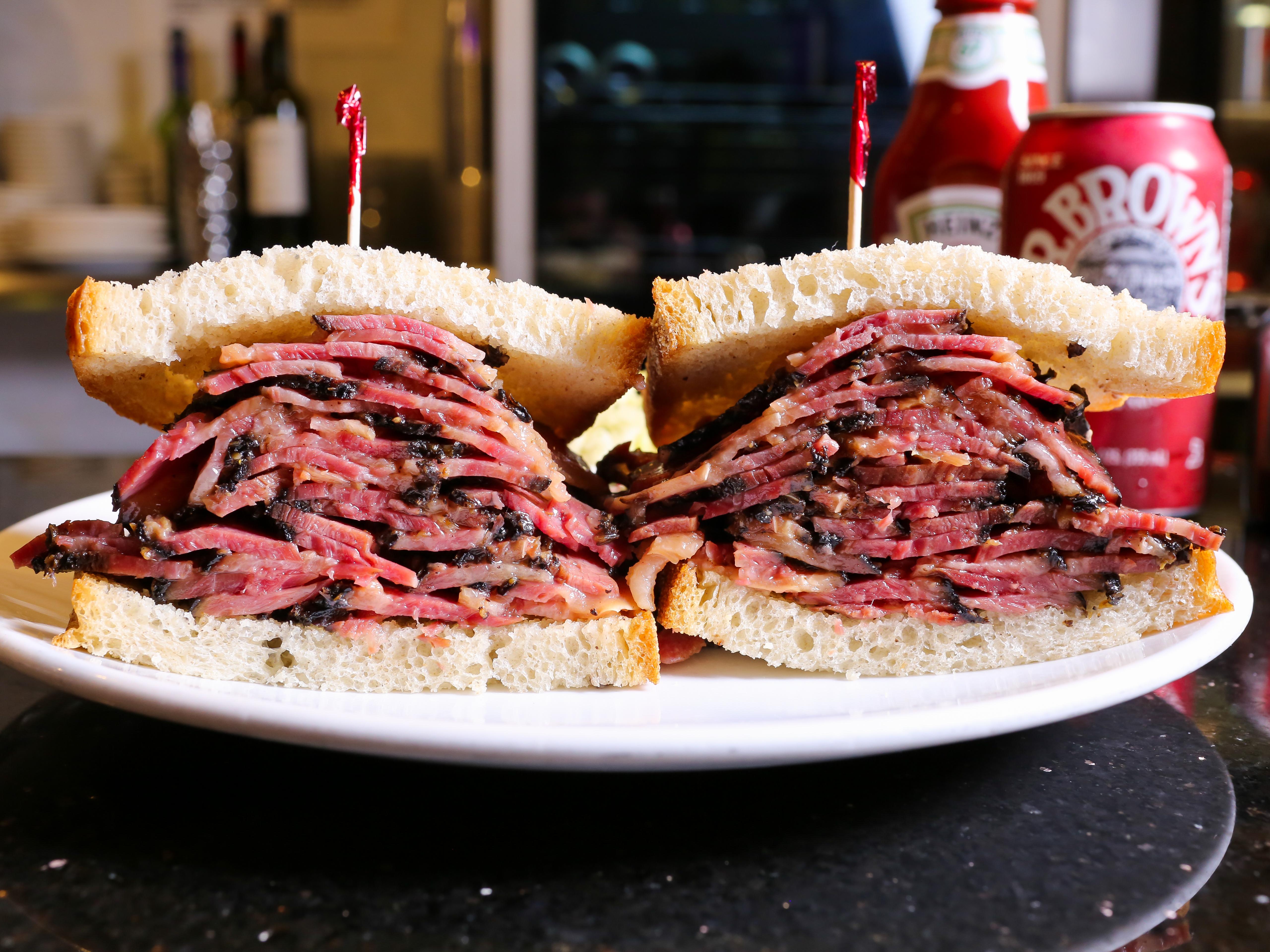 Pastrami-Sandwich PJ Bernstein, tres generaciones al servicio del Upper East Side