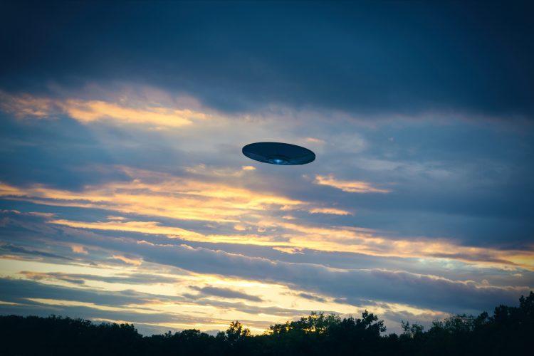 Mientras tanto, 18 objetos mostraron movimientos o características de vuelo inusuales que desconcertaron a los servicios de inteligencia de EE.UU. (Dreamstime)