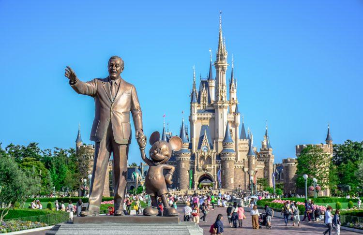 """El """"Disney Enchantment"""" ofrecerá música, luces, impresionantes fuegos artificiales y, """"por primera vez, efectos de proyección inmersivos"""" que se extienden desde el Castillo de Cenicienta hacia Main Street. (Dreamstime)"""