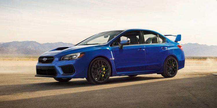 Viene de serie con control de estabilidad y tracción, frenos de disco antibloqueo, airbags laterales delanteros, airbags laterales de cortina, airbag de rodilla para el conductor y los reposacabezas delanteros activos.