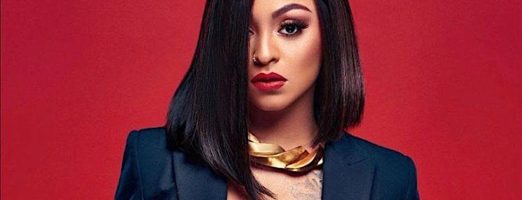 La Perversa es descrita como una artista versátil ya que domina géneros como el R&B, Reggaeton y Dembow así como también una gran destreza en el baile.
