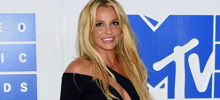 Además, el abogado también ha entregado informes favorables al fin de la tutela legal que controla la vida de Britney desde hace más de 13 años.