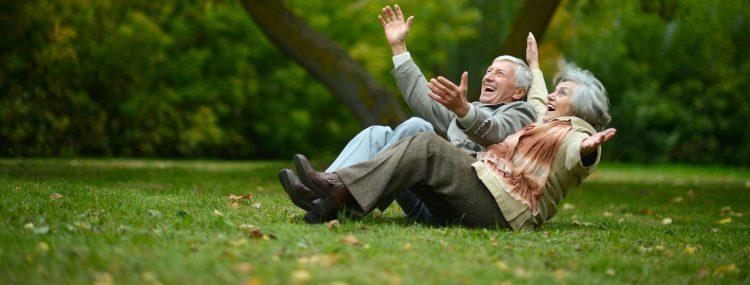 En el caso de las mujeres bajó de de 81,4 años en 2019 a 80,2 años en 2020. Para los hombres, la esperanza de vida pasó de 76,3 en 2019 a 74,5 en 2020. (Dreamstime)