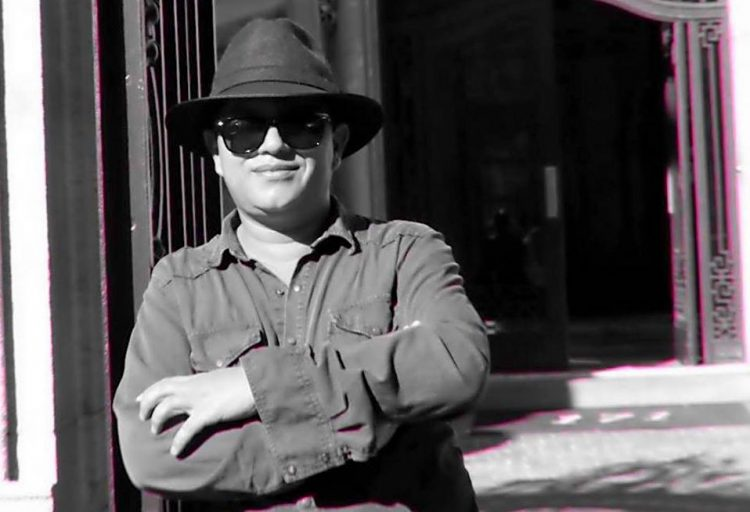 Rafael Urrea es un oeta y guionista colombiano. Autor de los libros Emperador Invisible Poemas al señor de Tlaxcoco 2000, País de Cintas Rojas 2004, El Caleidoscopio de Venus, Poemas de Tránsfer Cinema 2020.